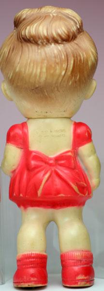 赤い服の女の子 サンラバー社 THE SUN RUBBER CO.